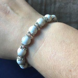 Jewelry - Howlite bead bracelet